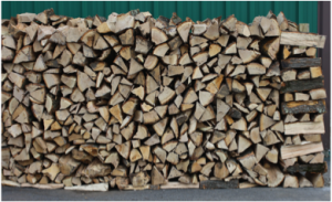Firewood should not be stacked directly on the ground. It can be stored on pallets, less desirable pieces of firewood, lengthy pieces of lumber (sleepers) or preassembled racks.